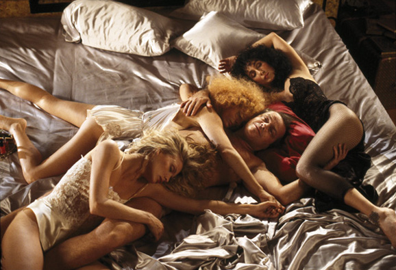 http://recklesseyes.files.wordpress.com/2008/08/witches_of_eastwick_003.jpg