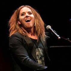 tim-minchin-on-stage