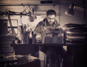 austin-kleon-at-his-desk-760px